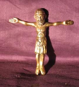 Cristo románico bañado en oro